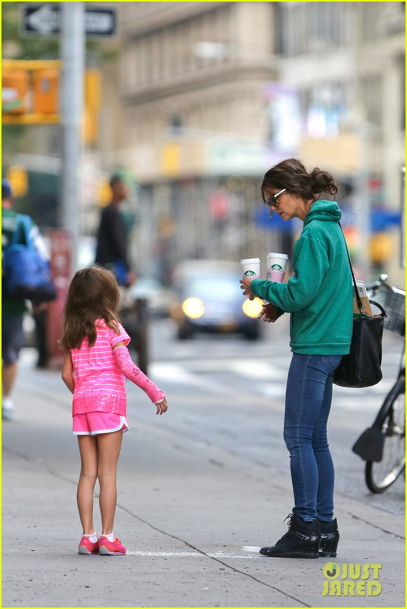 katie holmes suri grab many morning coffees 062962470