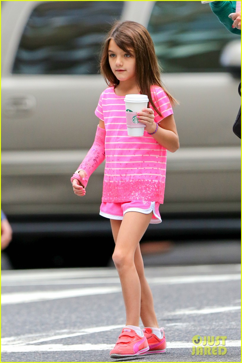 katie holmes suri grab many morning coffees 102962474