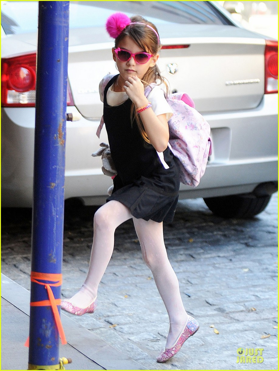katie holmes suri matches sunglasses with arm cast 062956250