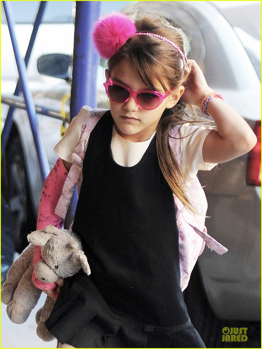 katie holmes suri matches sunglasses with arm cast 072956251