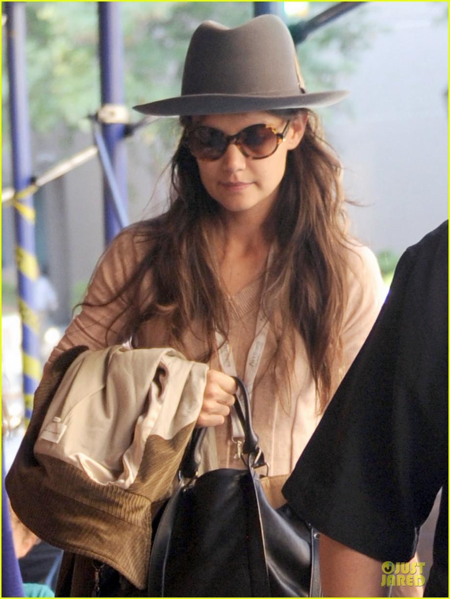 katie holmes suri matches sunglasses with arm cast 132956257