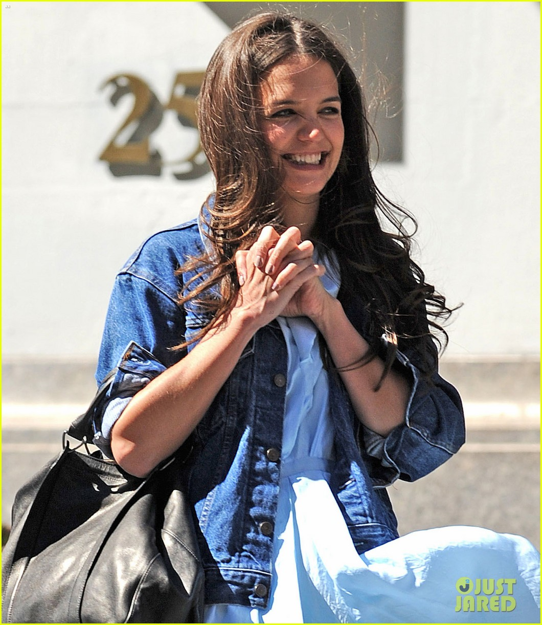 katie holmes showing at fashion week is nerve wracking 04