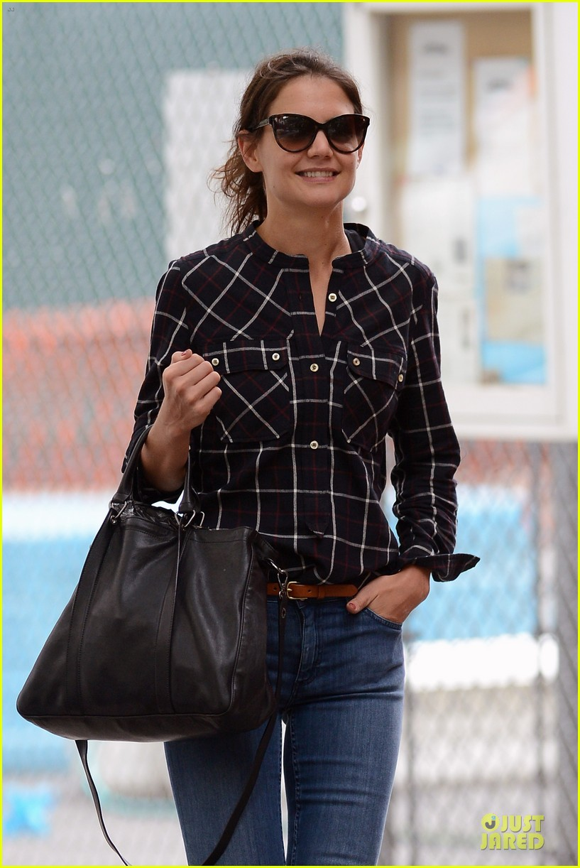 katie holmes wears two outfits to wrap up week 022961196