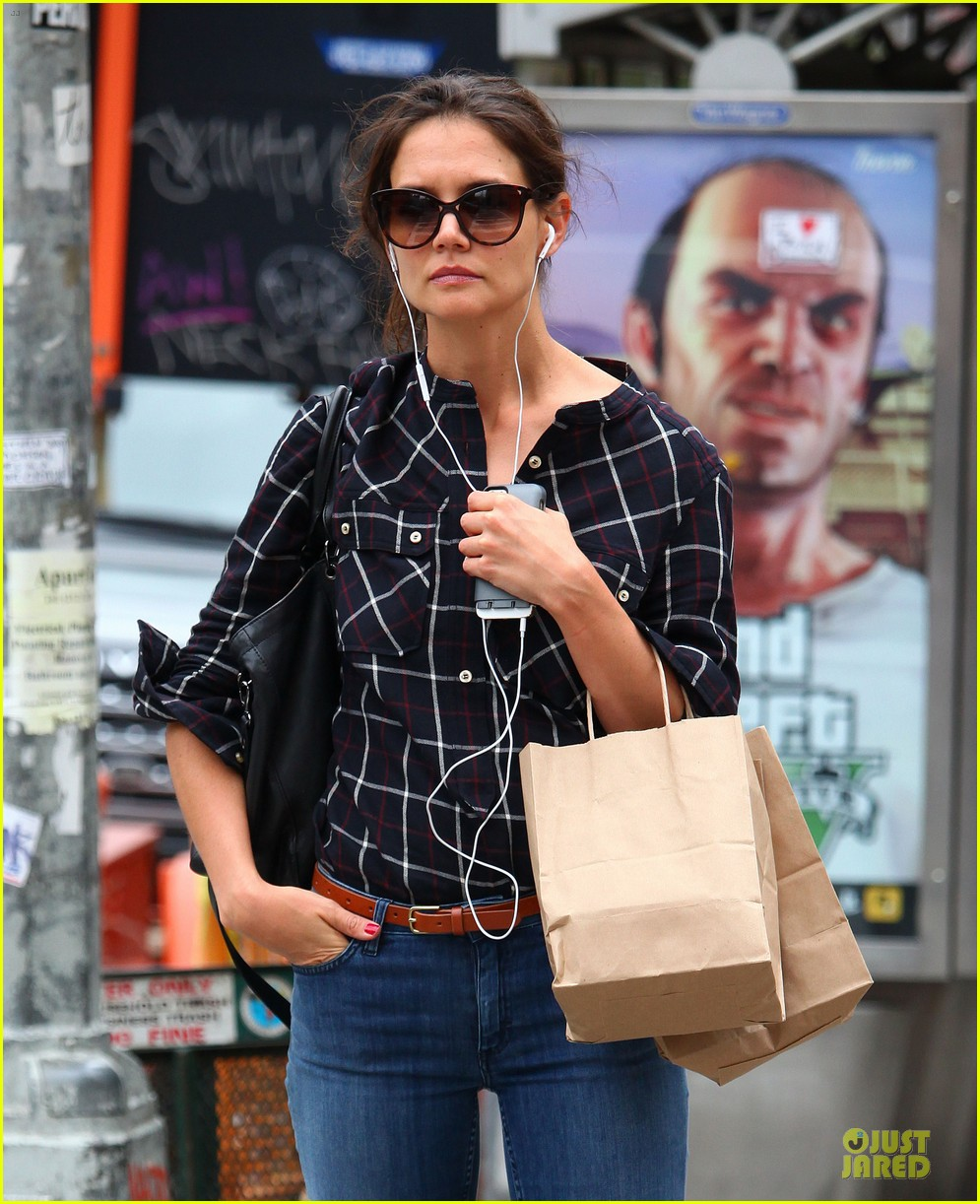 katie holmes wears two outfits to wrap up week 13