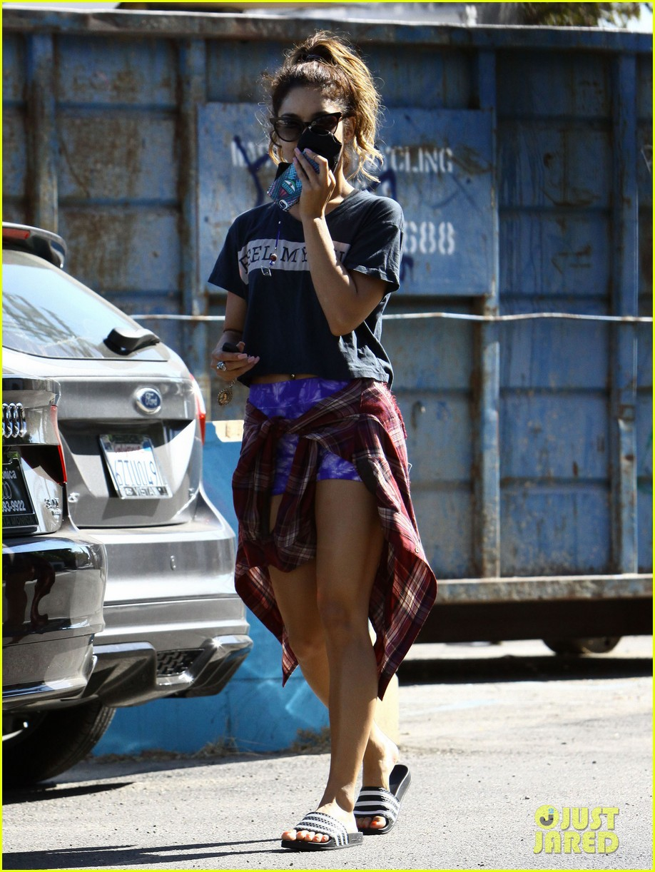 vanessa hudgens spends sunday with stella 112953178