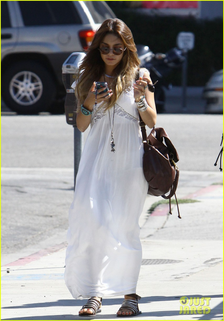 vanessa hudgens spends sunday with stella 282953195