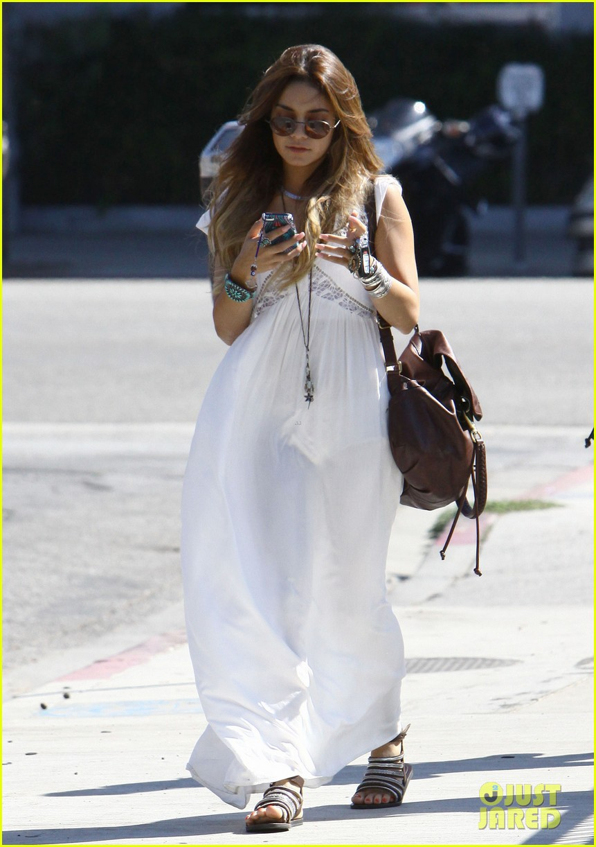 vanessa hudgens spends sunday with stella 292953196