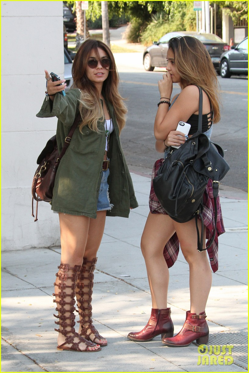 vanessa hudgens gets valet tip money from photographers 072950518