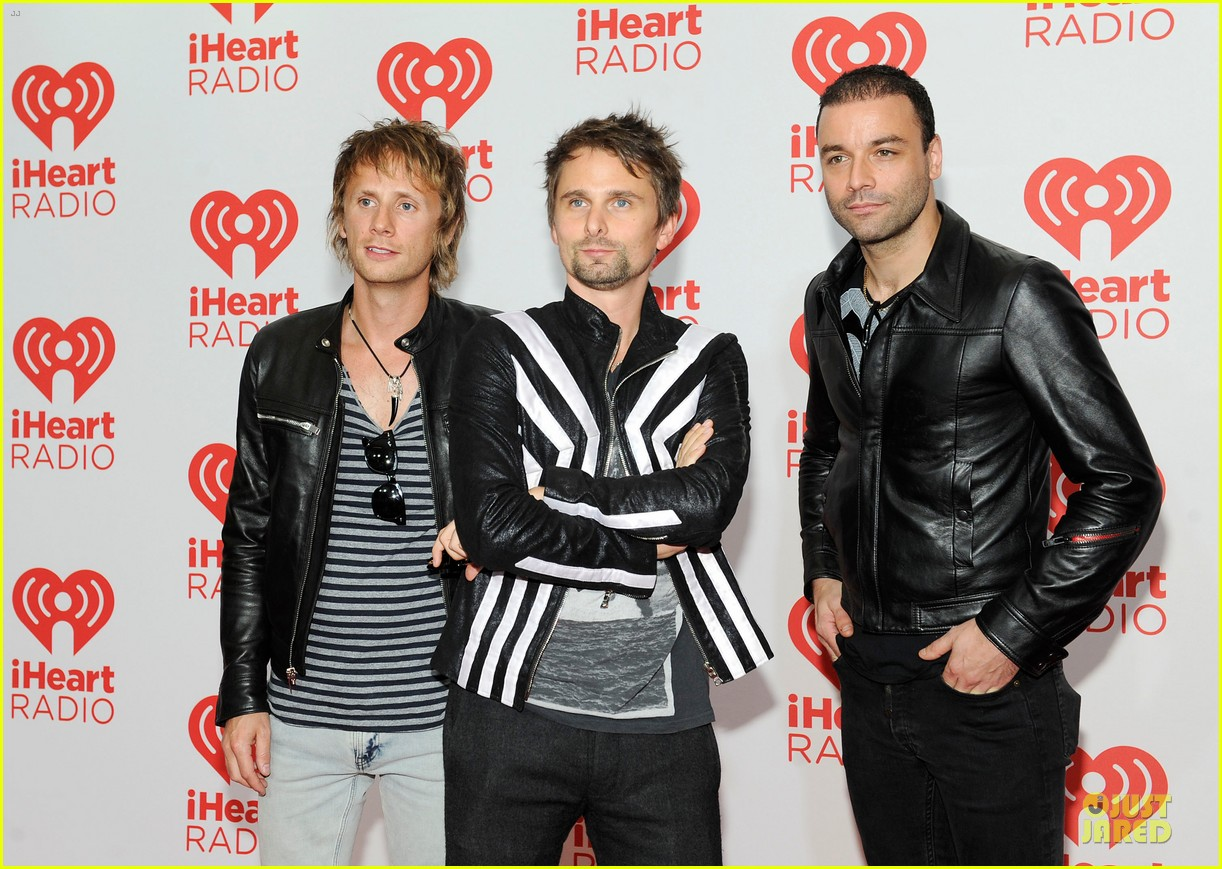 kate hudson supports matthew bellamy at iheartradio music festival 07