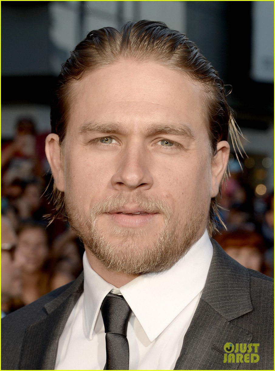 charlie hunnam talks fifty shades of grey for first time 022946535