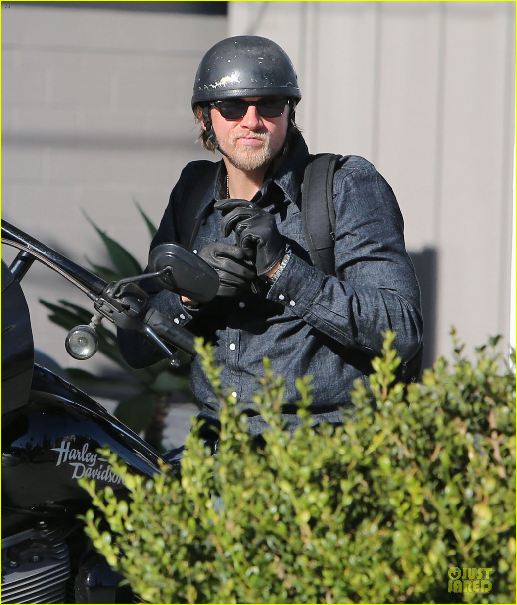 charlie hunnam motorcycle ride on emmys sunday 022958669