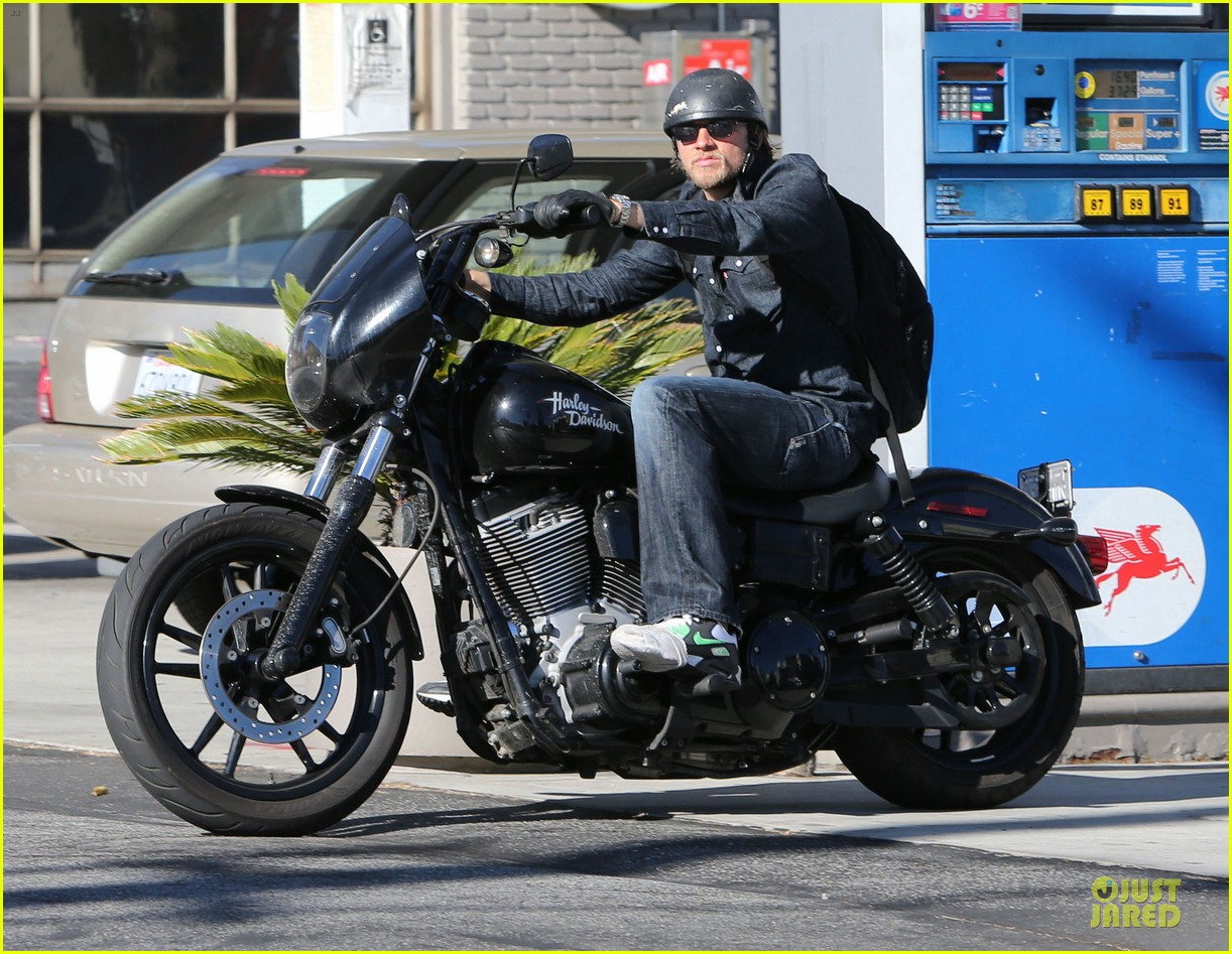 charlie hunnam motorcycle ride on emmys sunday 032958670