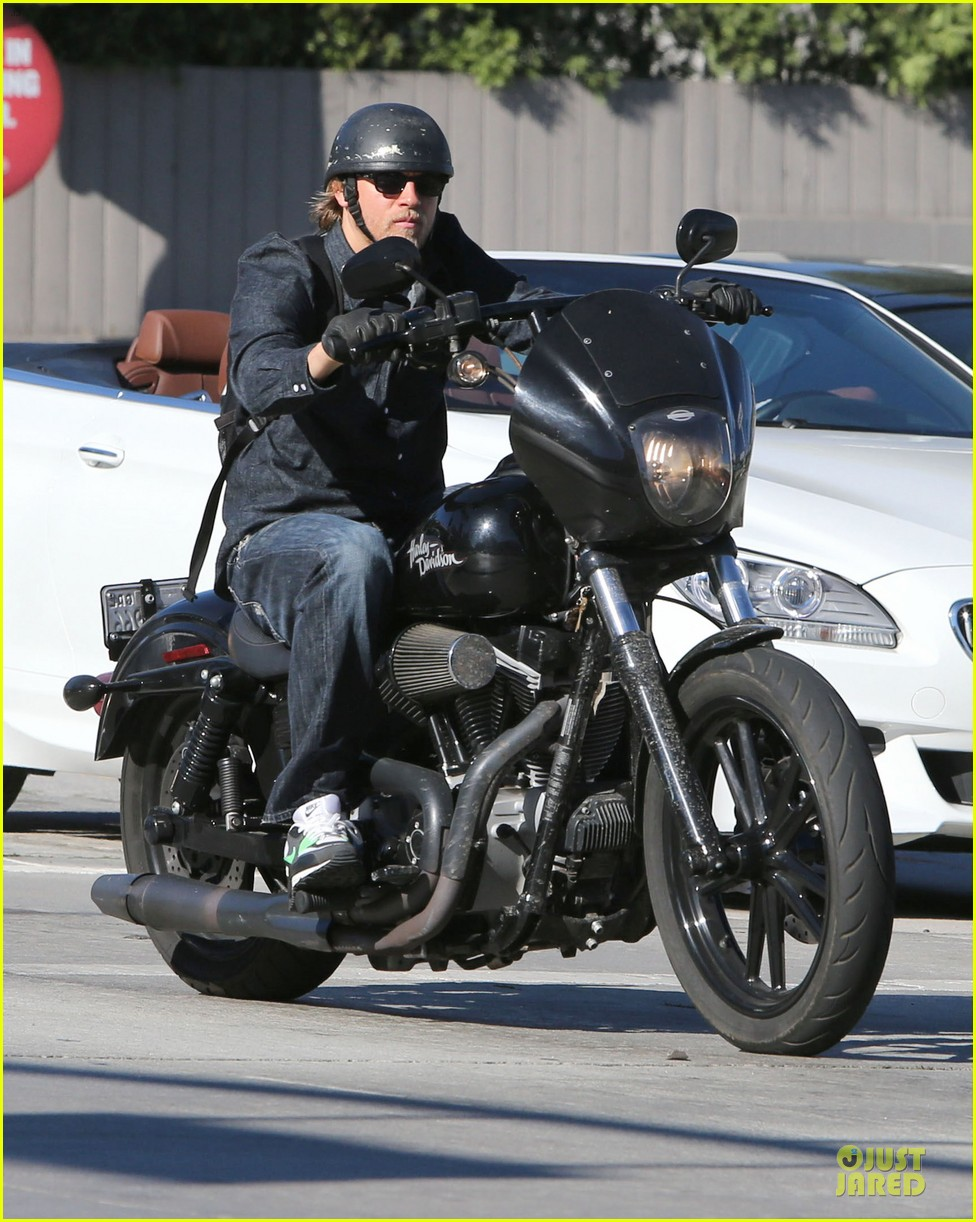 charlie hunnam motorcycle ride on emmys sunday 052958672