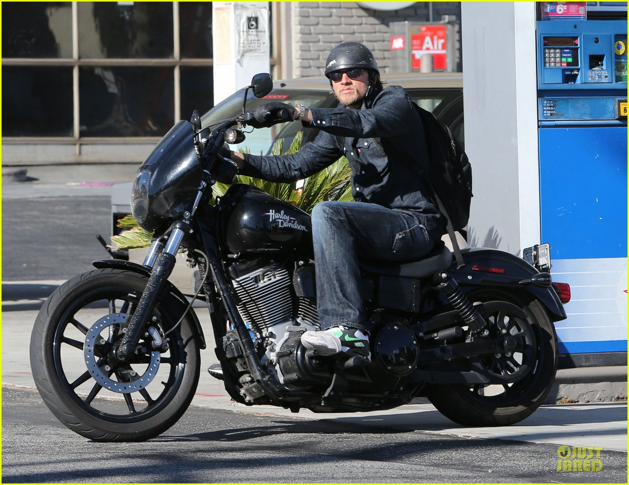 charlie hunnam motorcycle ride on emmys sunday 072958674