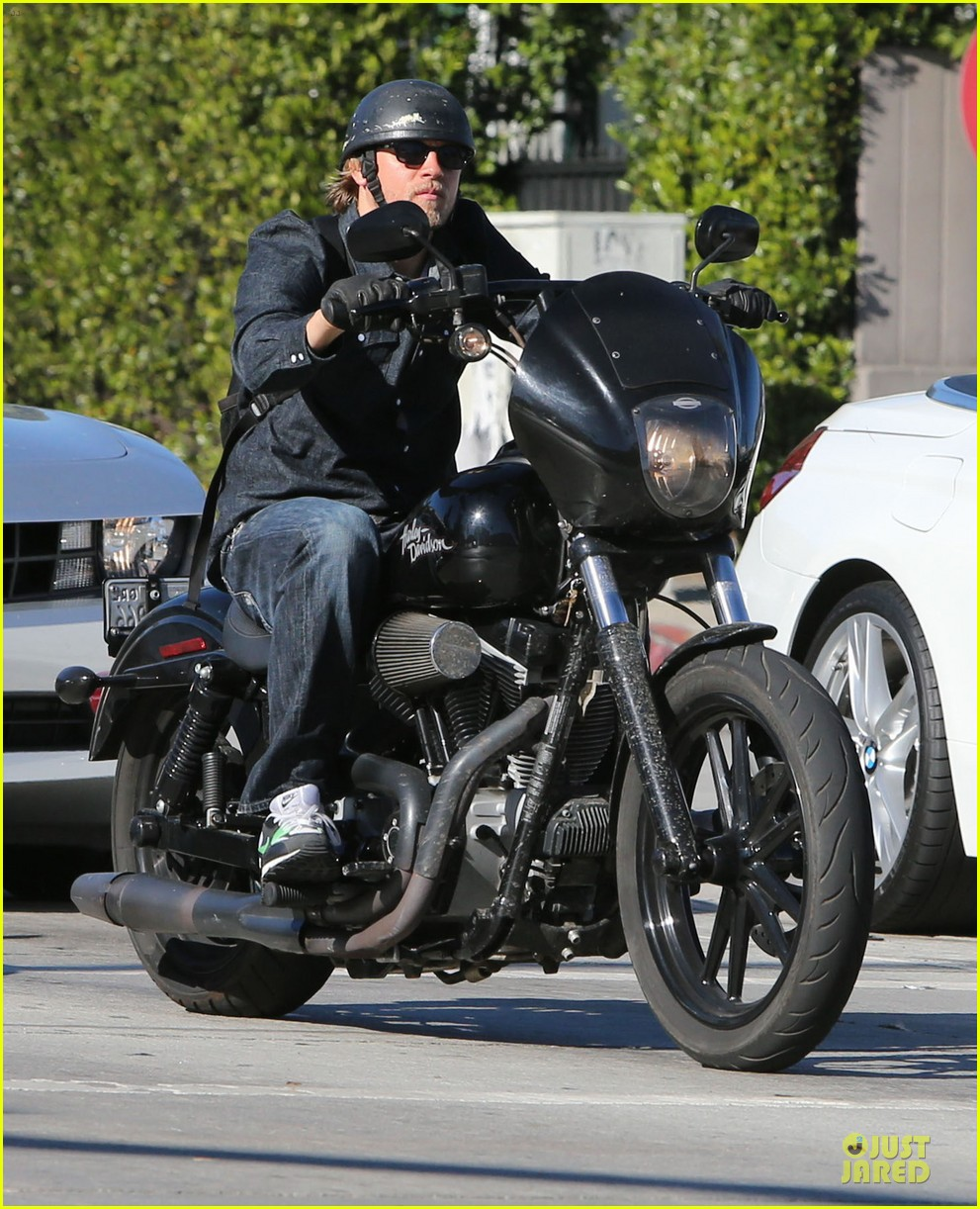 charlie hunnam motorcycle ride on emmys sunday 10