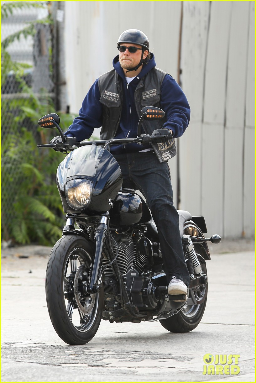 charlie hunnam goes undercover on sons of anarchy set 072960321