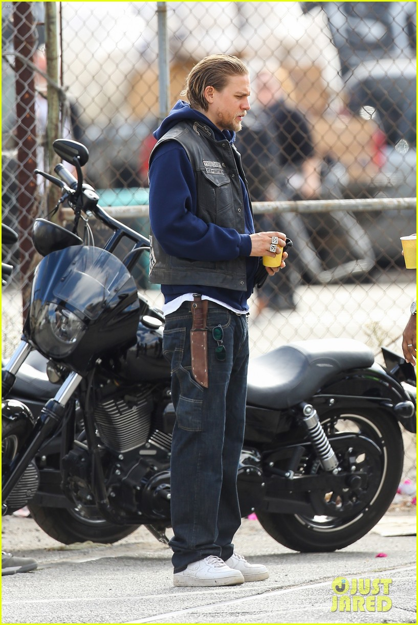 charlie hunnam goes undercover on sons of anarchy set 082960322