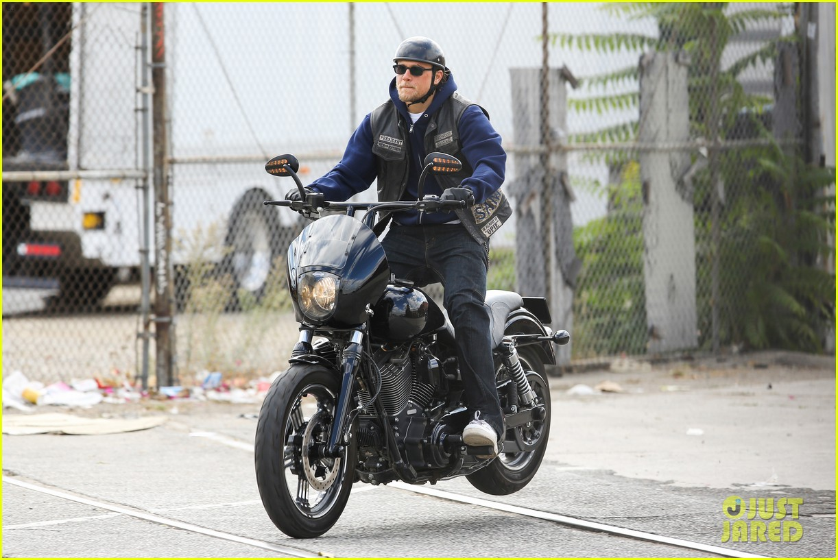 charlie hunnam goes undercover on sons of anarchy set 102960324