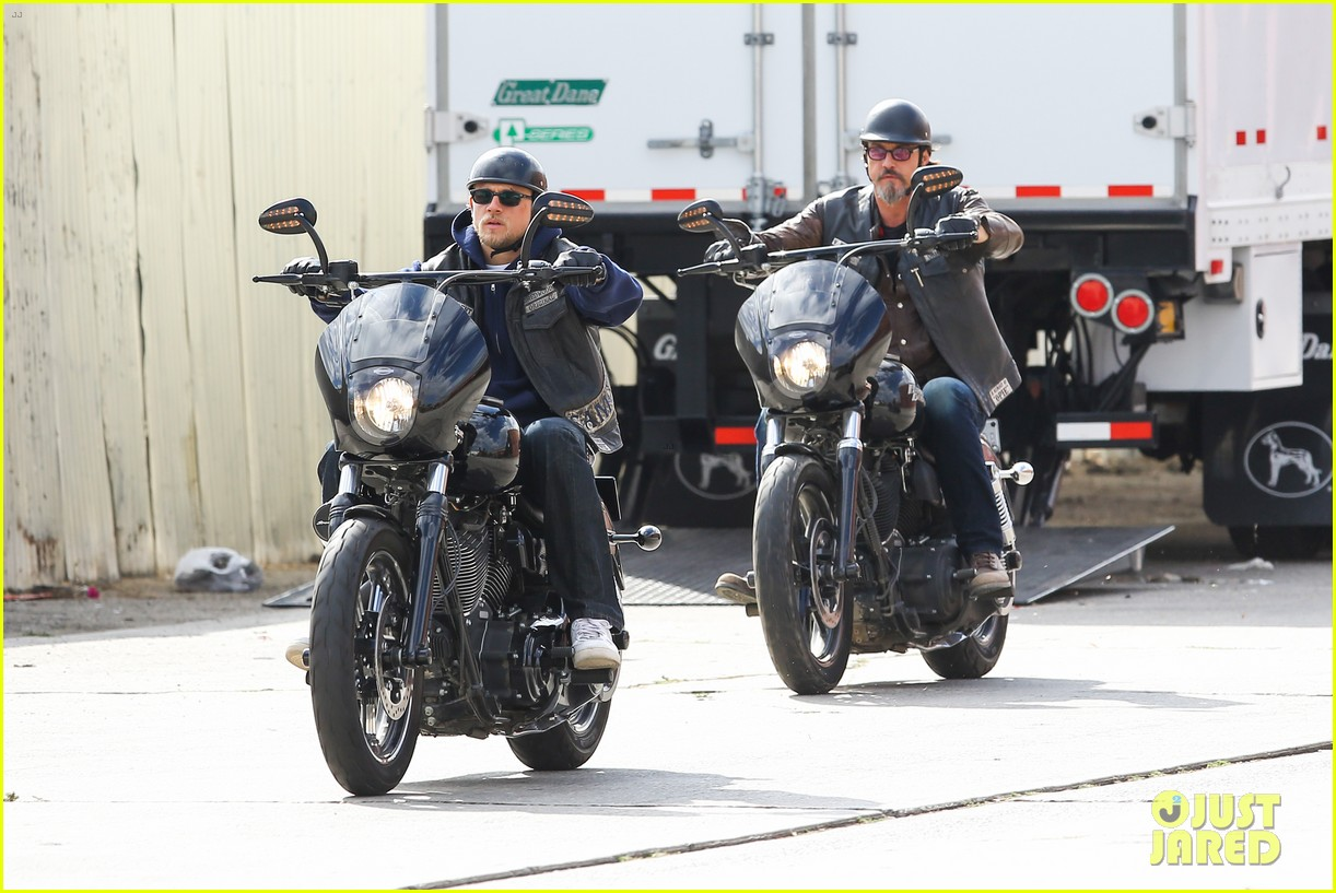 charlie hunnam goes undercover on sons of anarchy set 122960326