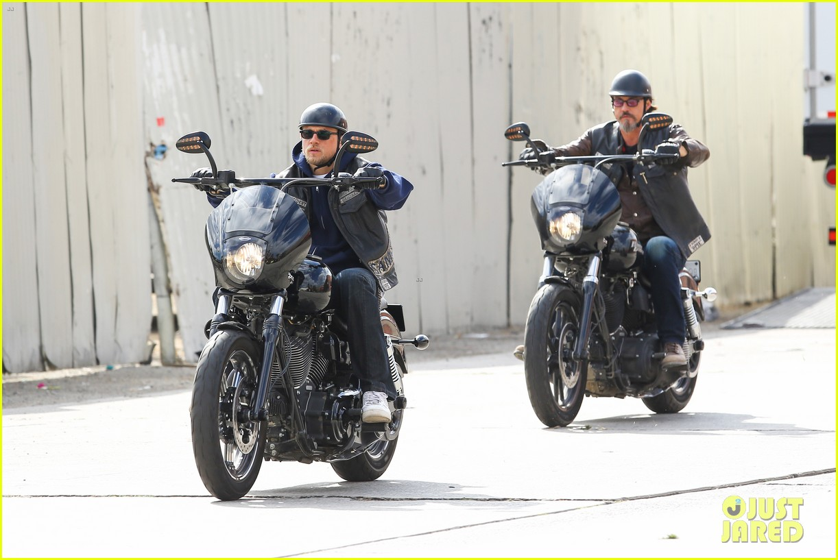 charlie hunnam goes undercover on sons of anarchy set 152960329