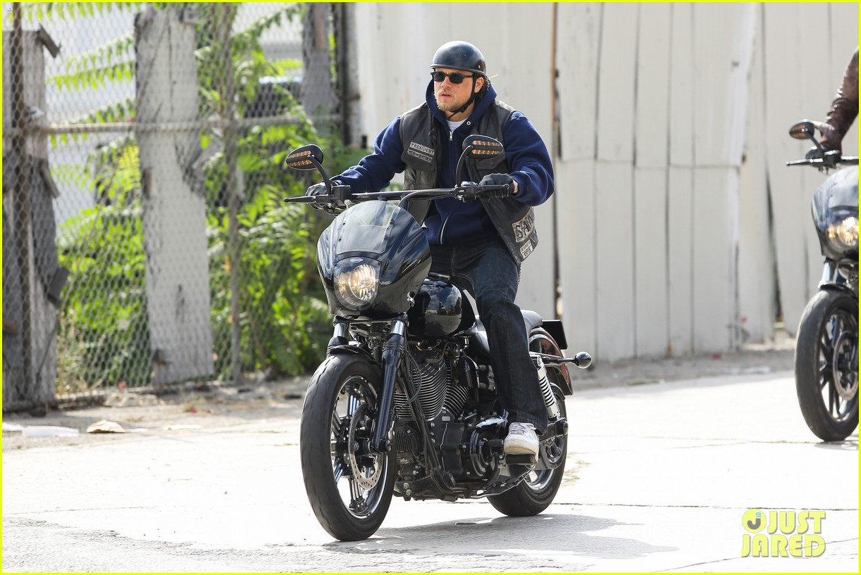 charlie hunnam goes undercover on sons of anarchy set 162960330