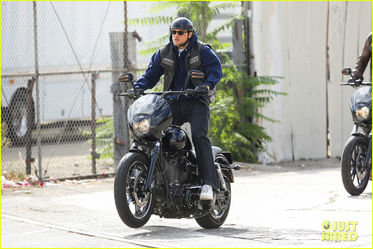 charlie hunnam goes undercover on sons of anarchy set 182960332