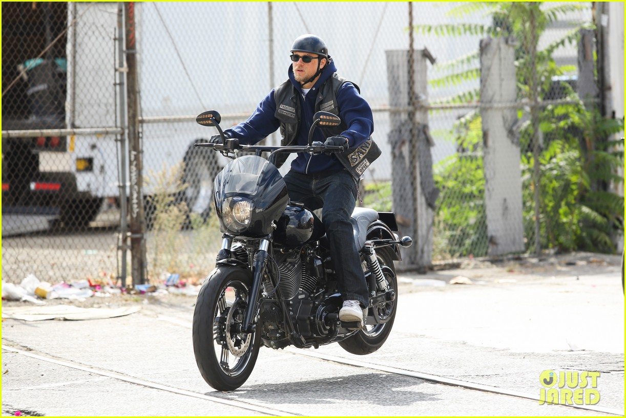 charlie hunnam goes undercover on sons of anarchy set 192960333