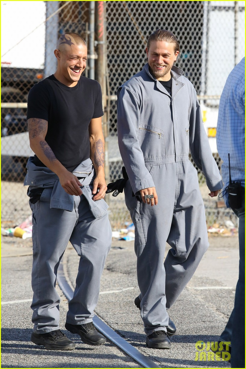 charlie hunnam goes undercover on sons of anarchy set 212960335