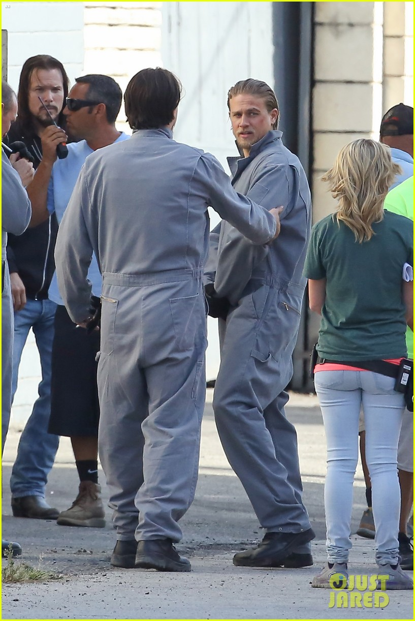 charlie hunnam goes undercover on sons of anarchy set 232960337