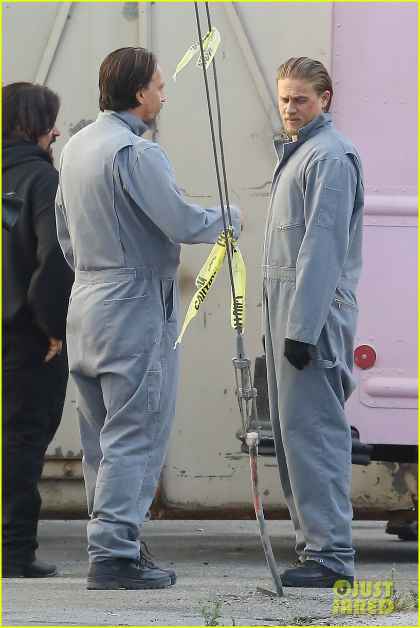 charlie hunnam goes undercover on sons of anarchy set 252960339