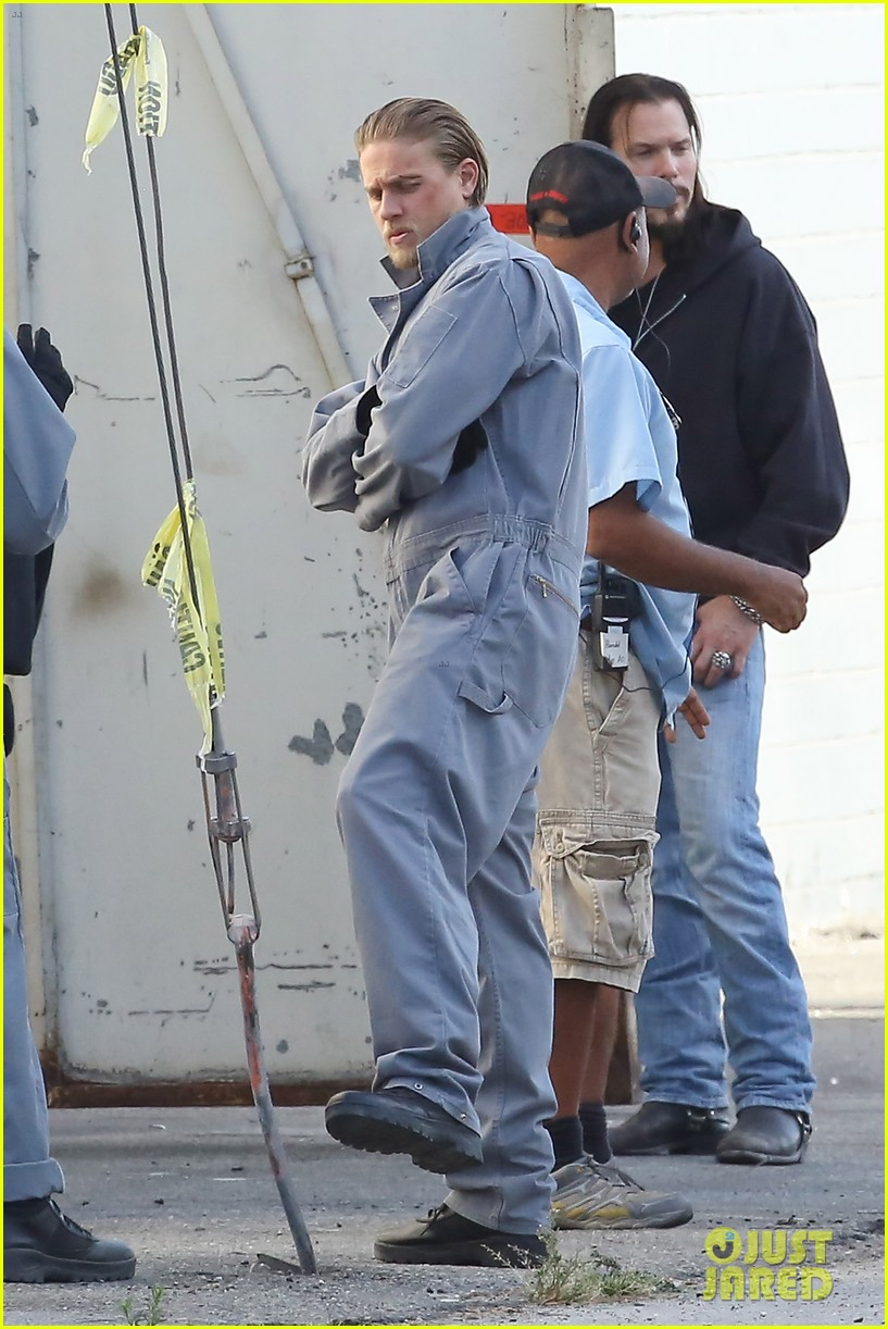 charlie hunnam goes undercover on sons of anarchy set 262960340