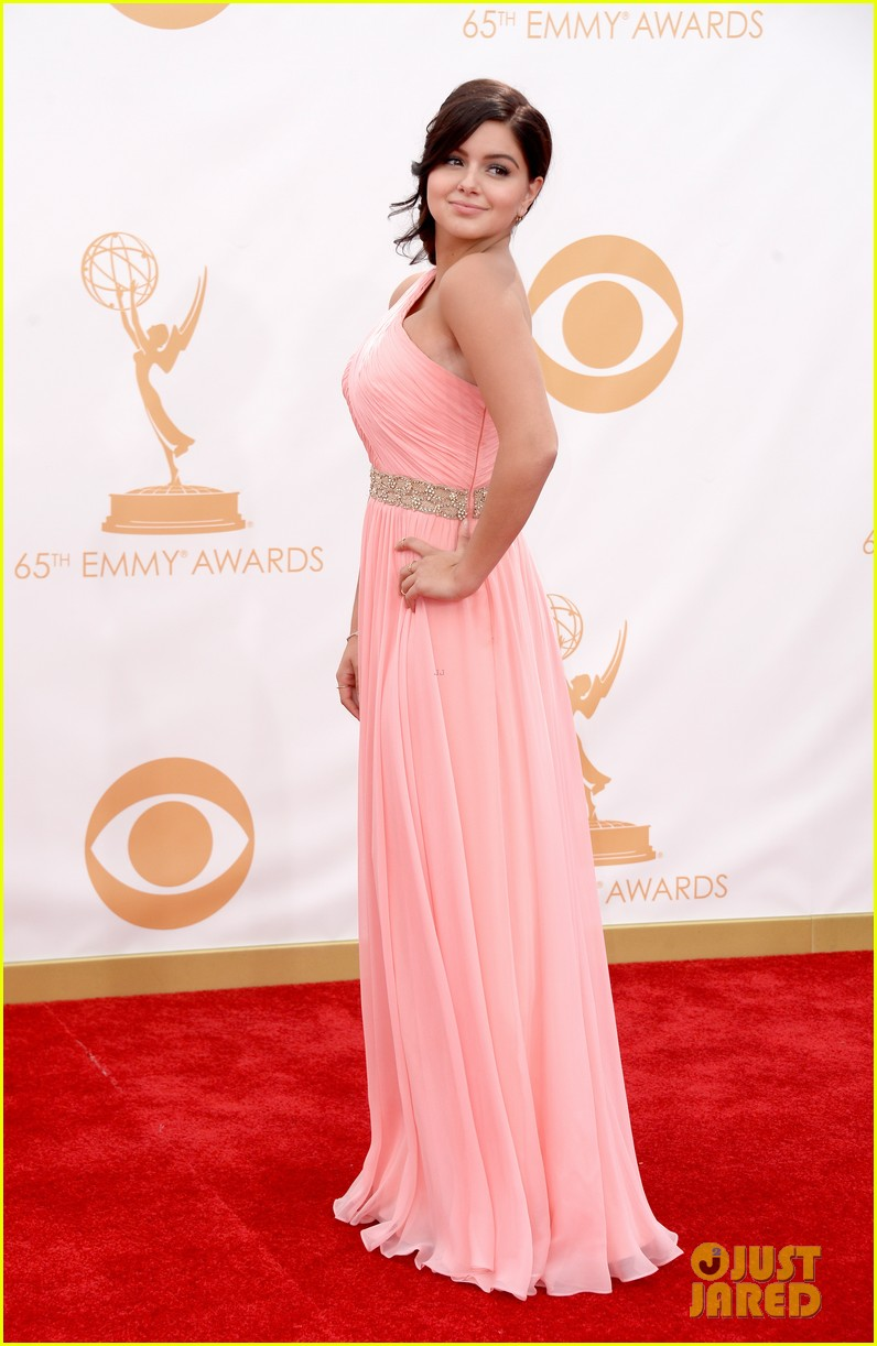 sarah hyland ariel winter emmy awards 2013 red carpet 082957899