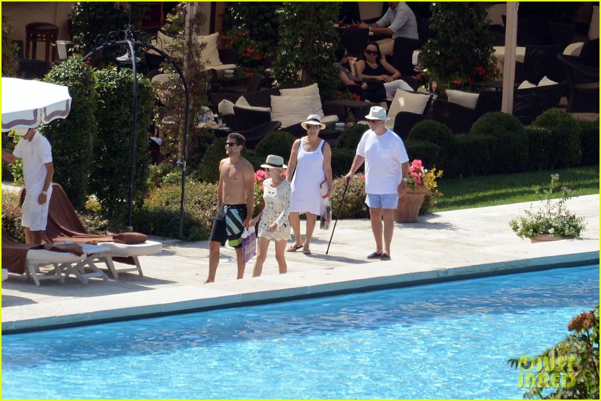 shirtless joshua jackson diane kruger lounge poolside before flights 132944574