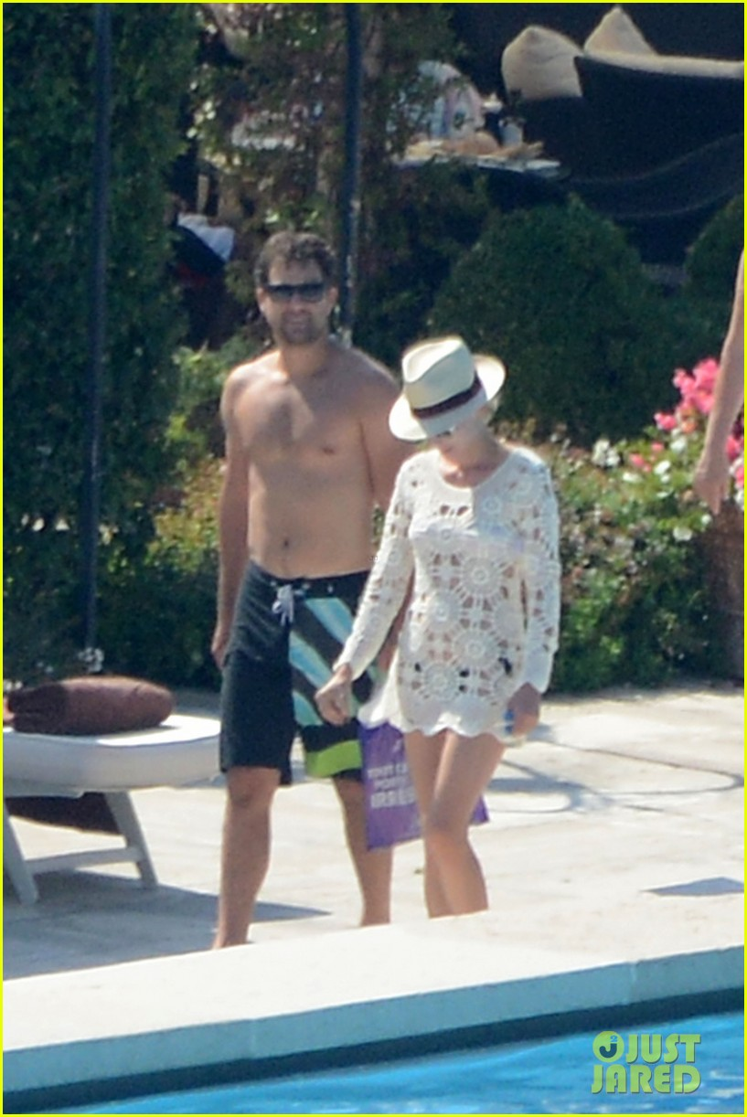 shirtless joshua jackson diane kruger lounge poolside before flights 142944575