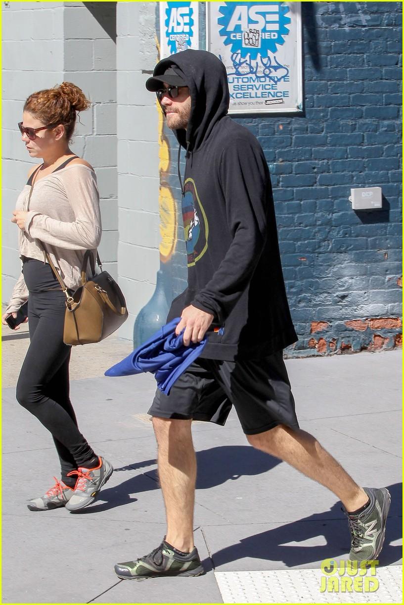 jake gyllenhaal steps out after big prisoners opening 052957769