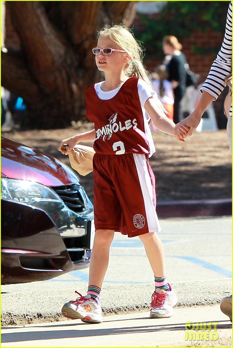 jennifer garner takes violet to her basketball game 052962625