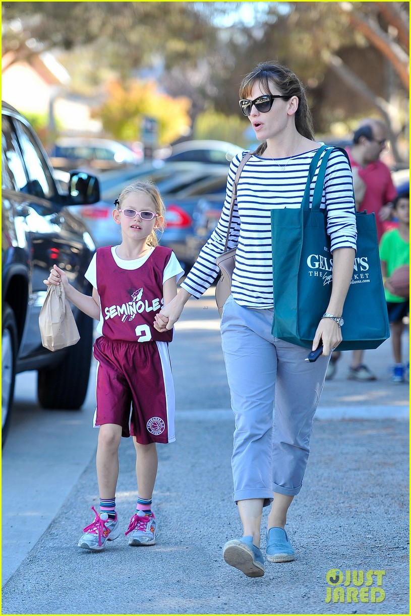 jennifer garner takes violet to her basketball game 202962640