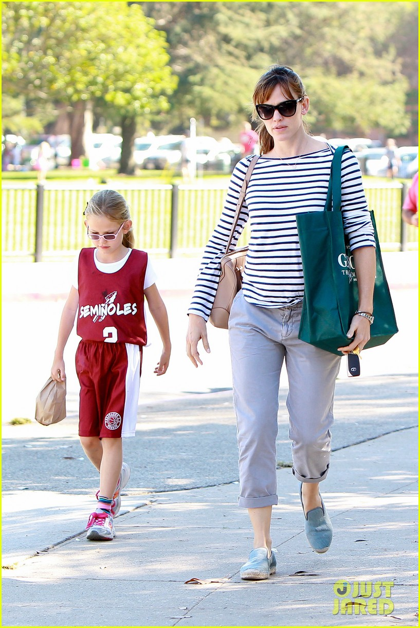 jennifer garner takes violet to her basketball game 362962656