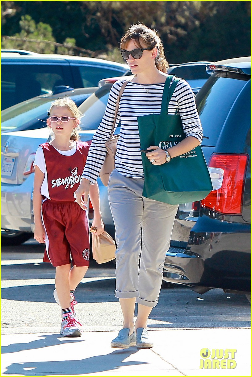 jennifer garner takes violet to her basketball game 412962661