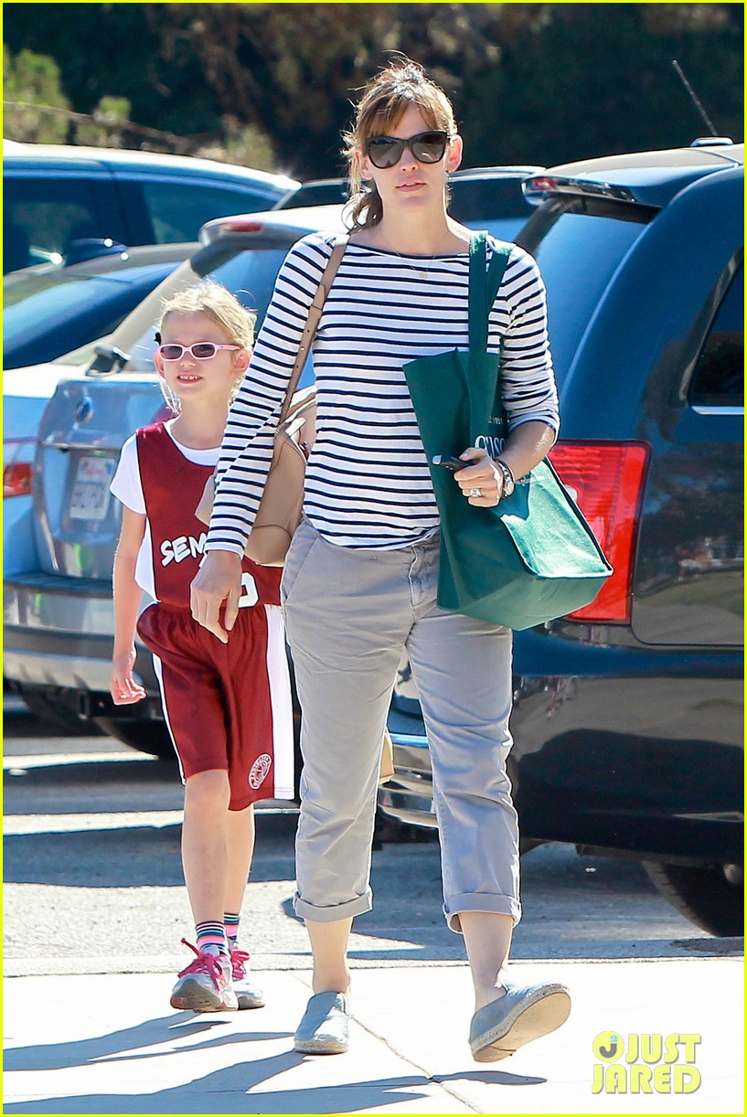 jennifer garner takes violet to her basketball game 43