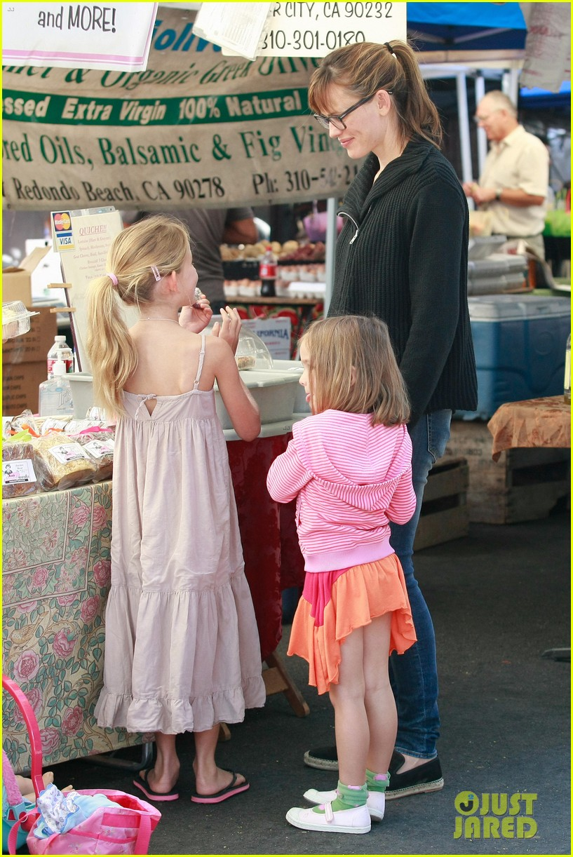 jennifer garner ben affleck mom take kids shopping 01