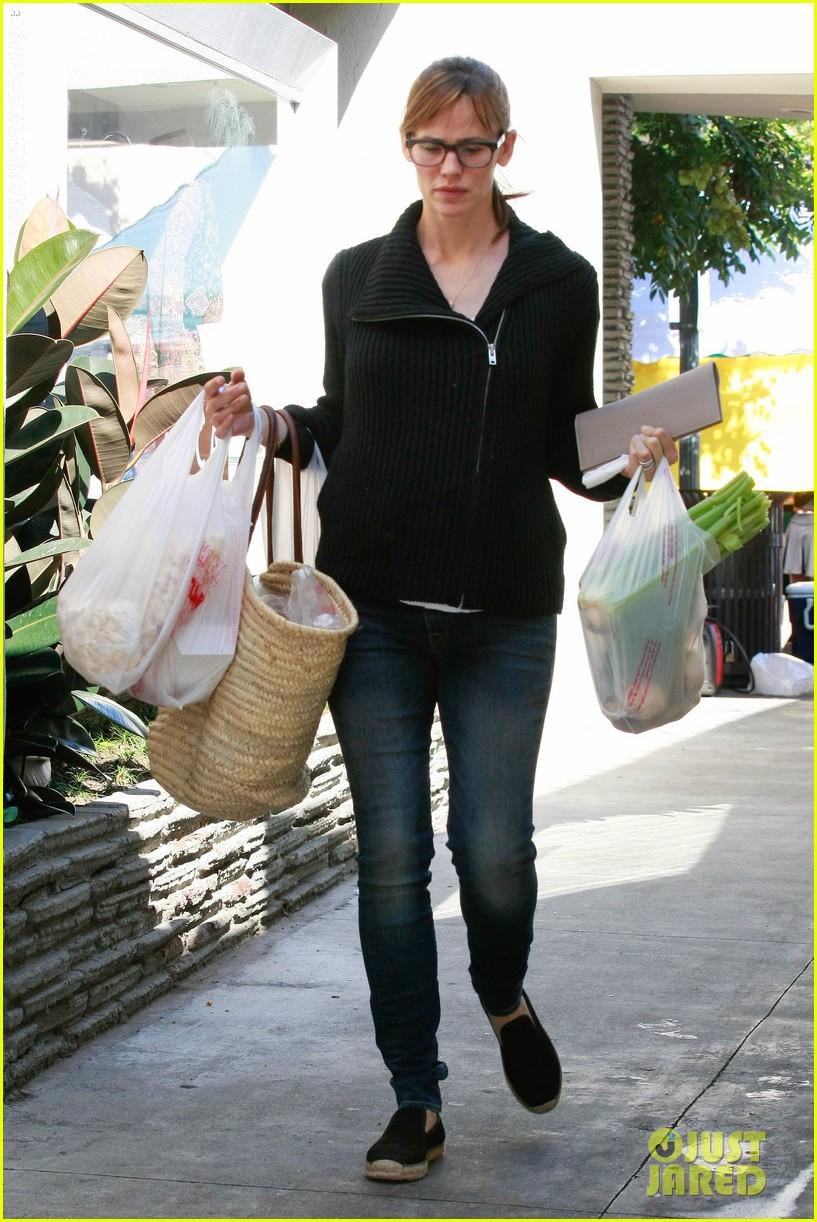 jennifer garner ben affleck mom take kids shopping 052952989