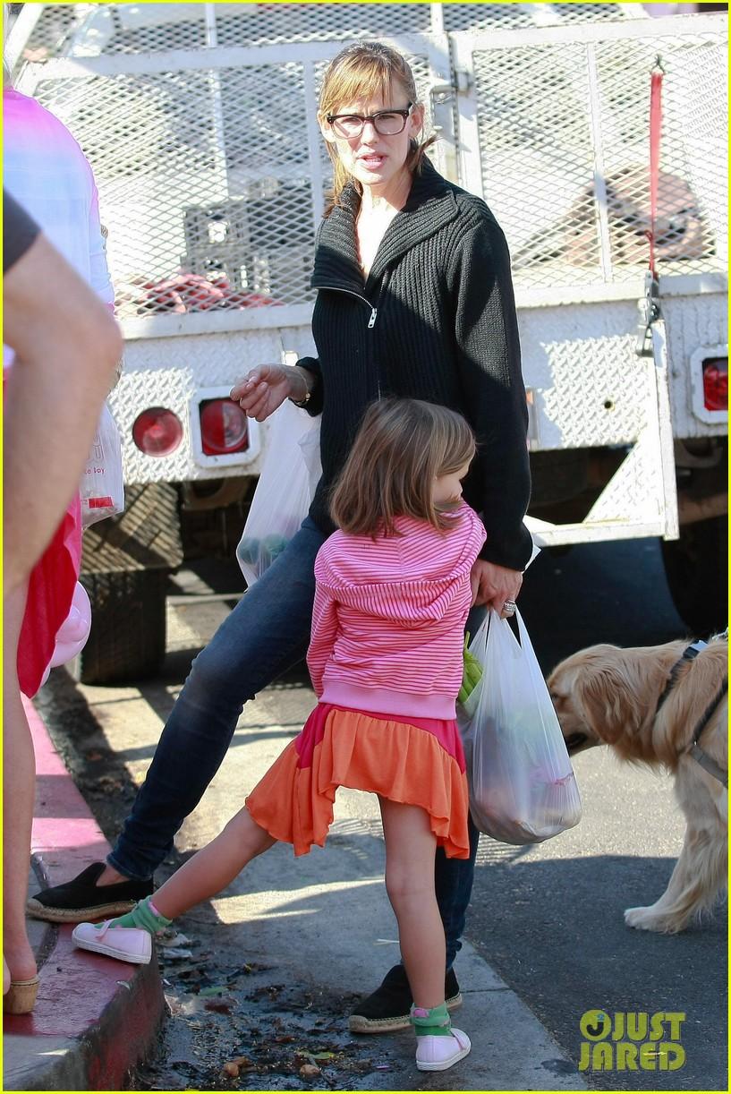 jennifer garner ben affleck mom take kids shopping 082952992