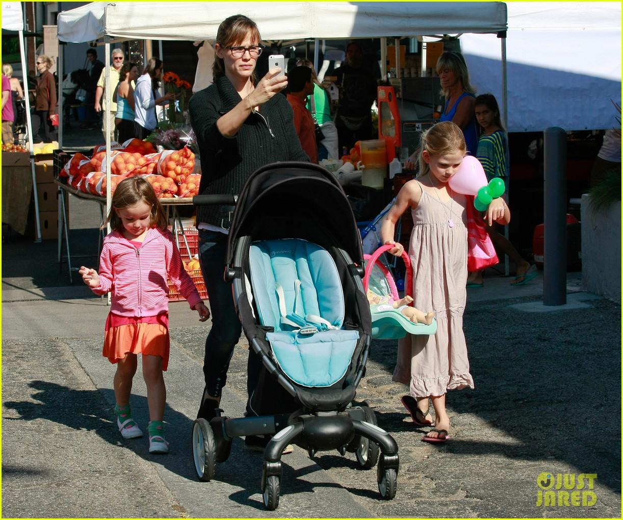 jennifer garner ben affleck mom take kids shopping 092952993