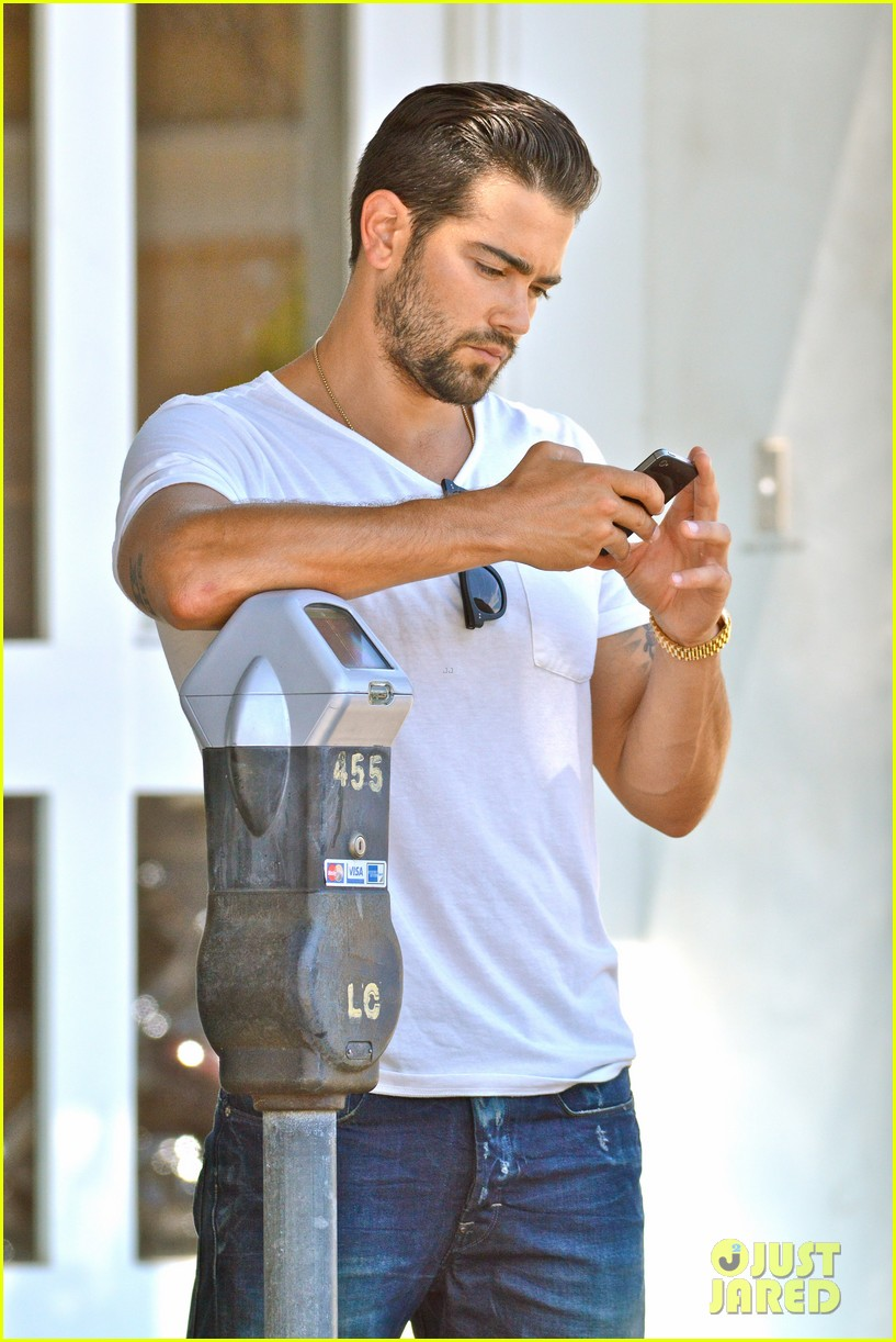 jesse metcalfe motors on labor day after house party 022942905