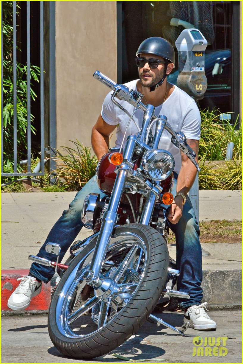 jesse metcalfe motors on labor day after house party 192942922