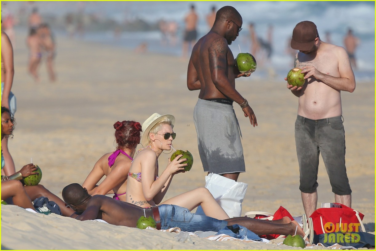 jessie j shows off hot bikini body in rio 092954994