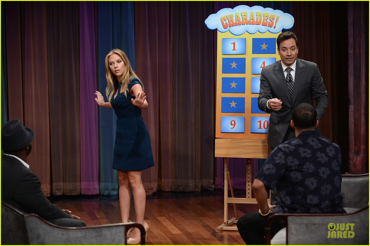 scarlett johansson plays charades on fallon 032951632