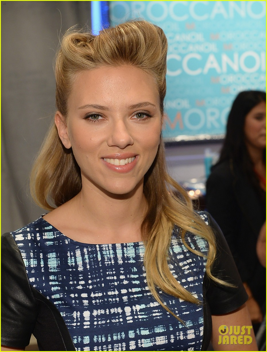 scarlett johansson talks engagement at toronto film festival 062948319