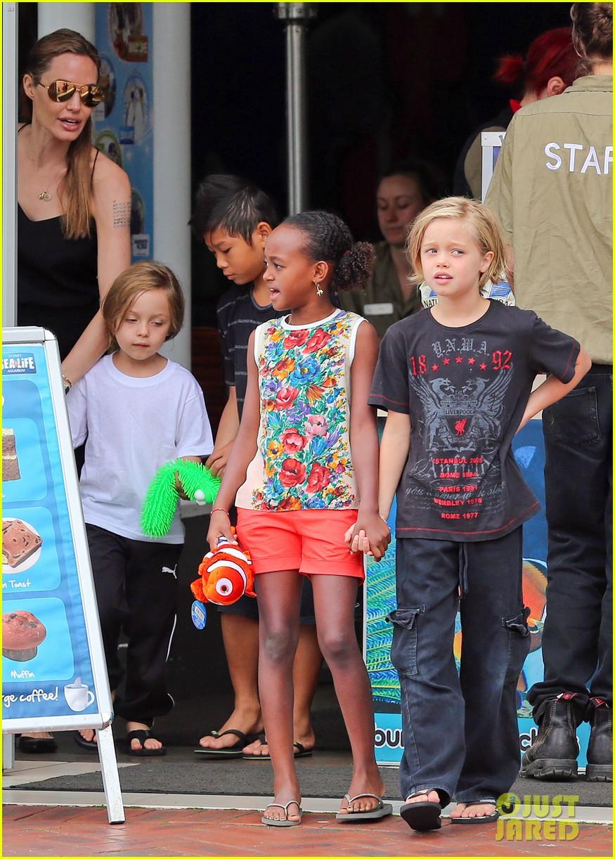 angelina jolie kids visit the sydney aquarium 252946314
